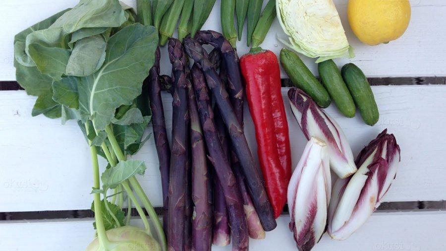 fotografija razno povrće i ljubičaste šparoge
