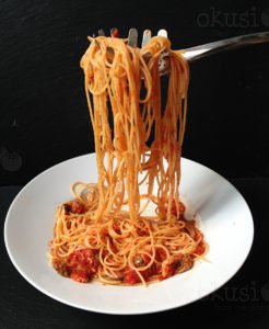 recept spagete-tuna-kapare-masline