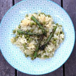 recept za rižoto sa šparogama i graškom