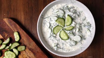 recept za bakinu salatu od krastavaca s vrhnjem