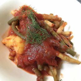 recept za Pelješki pjat - jelo s mahunama, rajčicama i krumpirom začinjeno koprom