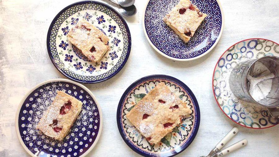 recept za kolač s jagodama, malinama ili višnjama