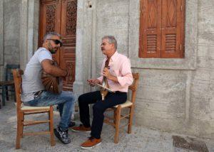 """Na glavnom """"trgu"""" sela Olympos na otoku Karpathosu, tradicionalna se glazba izvodi cijeli dan i noć"""