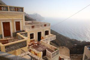Zapadna strana sela Olympos na otoku Karpathosu, srmo se spušta prema moru
