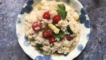 recept za rižoto s bijelim šparogama i rajčicama