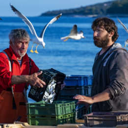 Dva istarska ribara i galebovi na moru