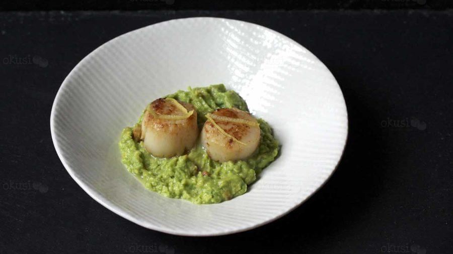 recept za jelo s Jakobovim kapicama (školjke) i avokadom