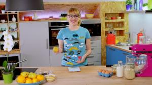 Tea Mamut priprema kolač od krušaka